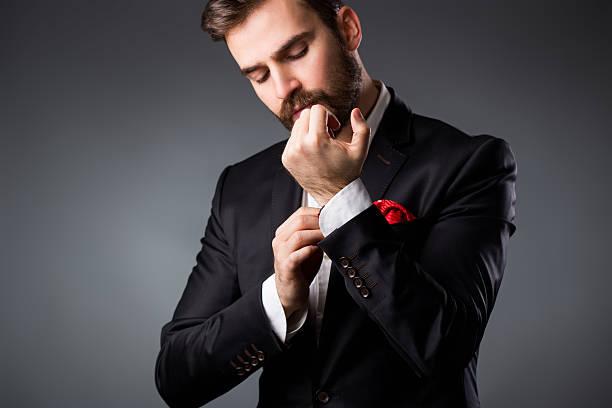 elegante junger mann immer bereit. - hochzeitsanzug herren stock-fotos und bilder