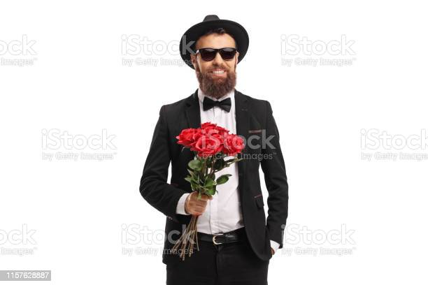 Elegant young man holding a bunch of red roses picture id1157628887?b=1&k=6&m=1157628887&s=612x612&h=loof9qq4drz 9jqs6qurjwqd5eujqqwugmrpbqzjscc=