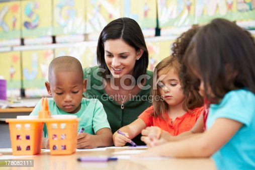 istock Elementary art class drawing with teacher at table 178082111