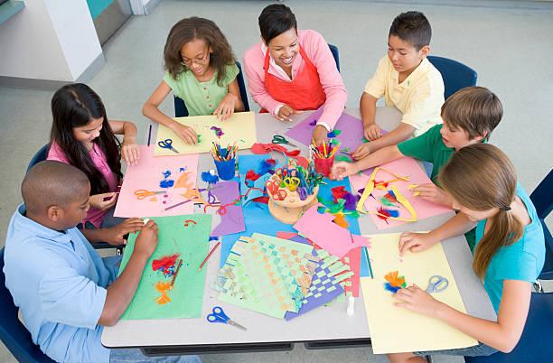 小学校のアートレッスン - 美術の授業 ストックフォトと画像