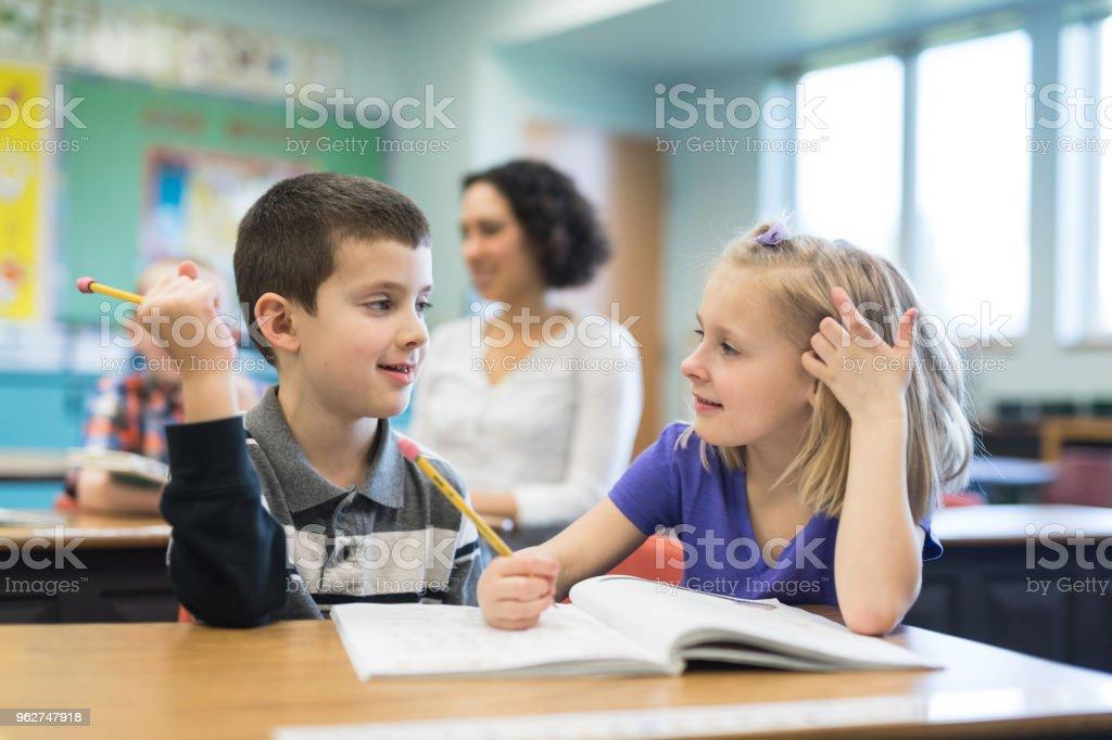 Escola primária de sala de aula - Foto de stock de Aluno de Primário royalty-free