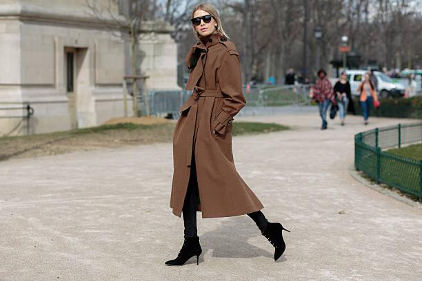 elena perminova before thierry mugler fashion show - street style stockfoto's en -beelden