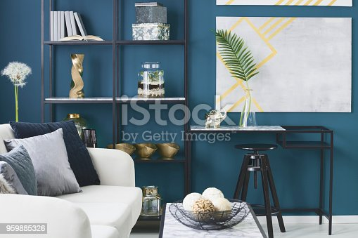 istock Elephant and leaf in vase 959885326
