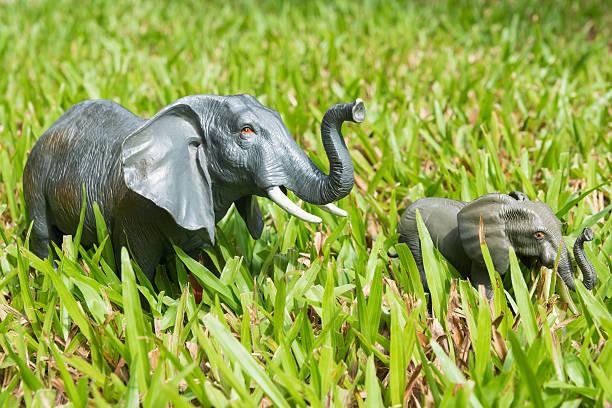 Elefanten-Statuen auf dem Rasen – Foto