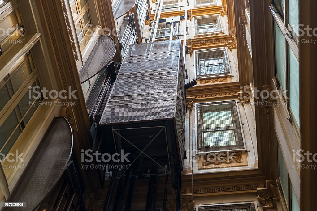 Elevator in a classic building - foto de stock