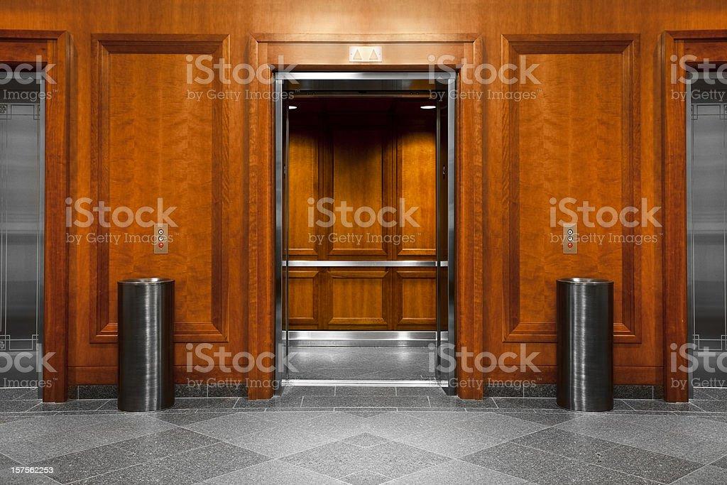 Aufzug in einem modernen Büro-Gebäude – Foto