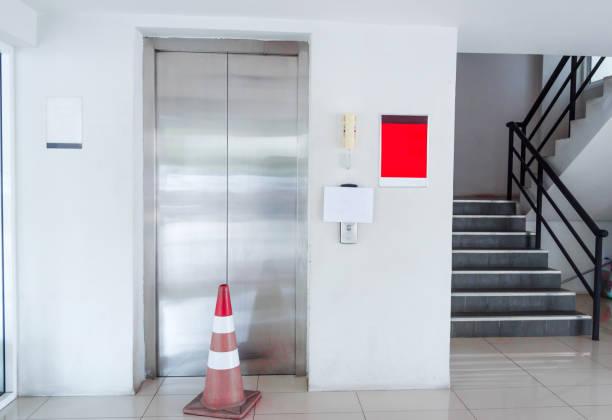 Elevator was broken. Please use the stairs. – zdjęcie