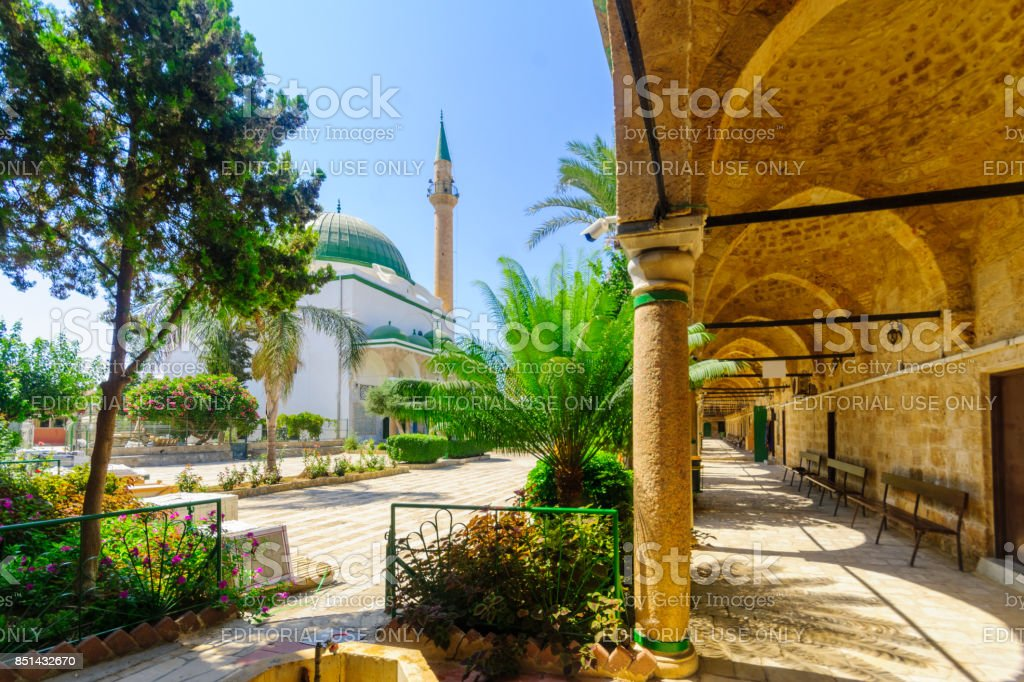 El-Jazzar Mesquita (o branco) no Acre (Akko) - foto de acervo