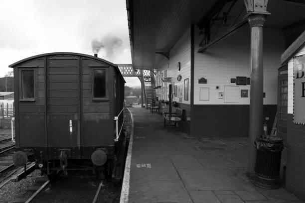 elsecar heritage railway station & depot in black & white - yorkshire meridionale foto e immagini stock