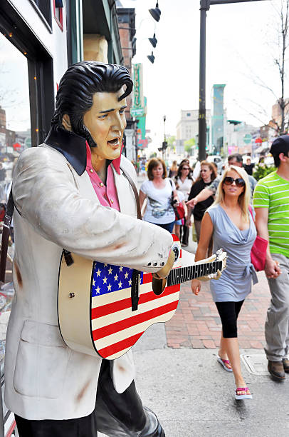 elvis presley statue - elvis stock photos and pictures