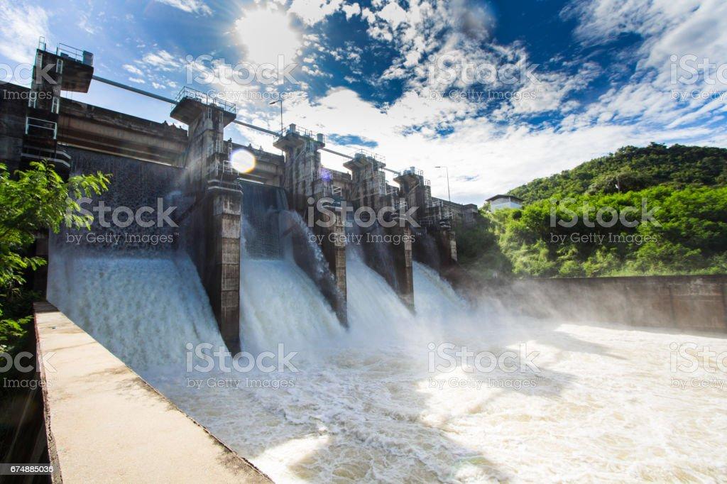 Embankment dam - foto de acervo