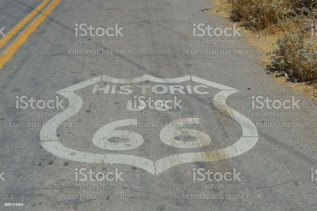 Emblema de la Route 66 en Seligman, 22 de junio de 2017. Ruta 66, Seligman. Estados Unidos de Arizona, EEUU. - foto de stock
