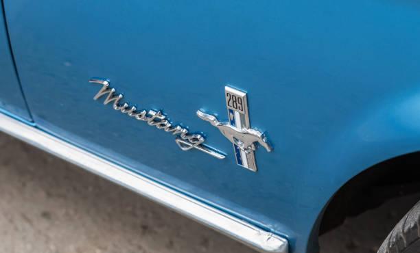 Emblem on the retro car ford mustang picture id1173561397?b=1&k=6&m=1173561397&s=612x612&w=0&h=ewuhawdbnahdhrwvpxylhtabozk0ztnr ftuufkgoc0=