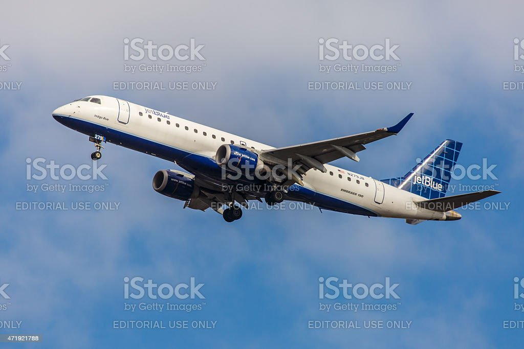 Embraer Emb190 Jetblue Airways Approaches Jfk Airport Stock Photo