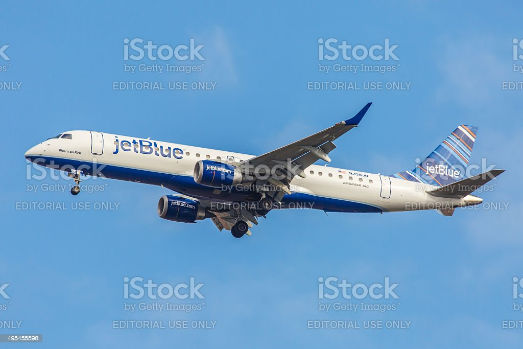Embraer déco - 190 JetBlue Airways approches l'aéroport JFK - Photo