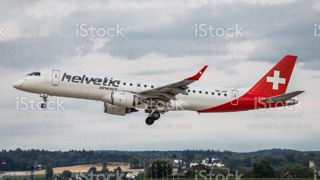 Helvetic Airways Embraer ERJ-190AR landet in Zürich-Kloten – Foto