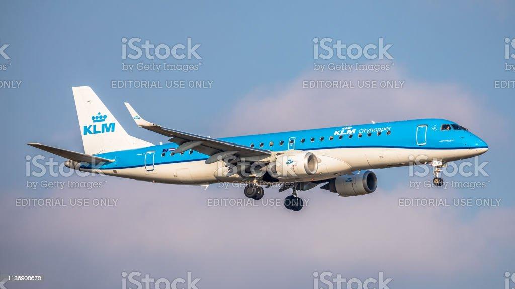 Embraer ERJ-190STD KLM Cityhopper Landung am Flughafen Zürich – Foto