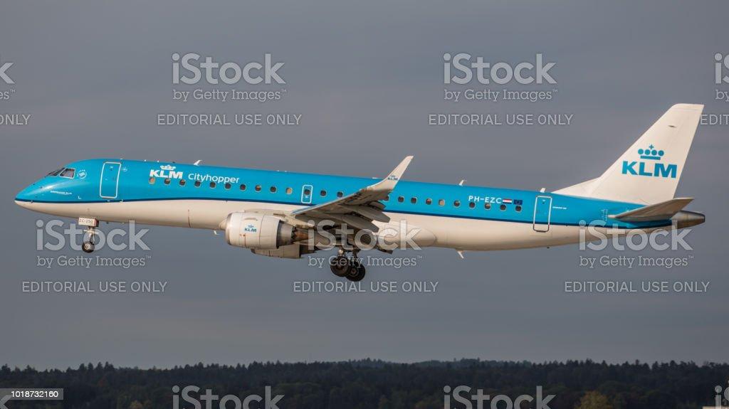 Embraer ERJ-190STD KLM landet am Flughafen Zürich – Foto