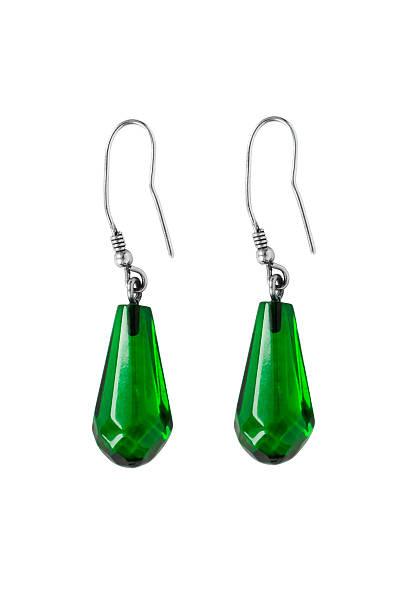 emerald-ohrringe - ohrringe tropfen stock-fotos und bilder