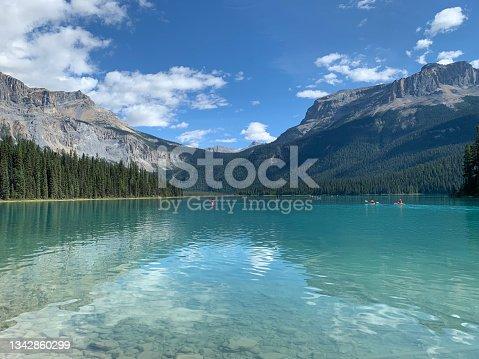 istock Emerald Lake between the Mountains 1342860299