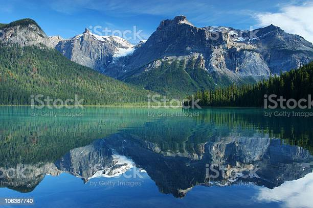 Emerald Lake In Yoho National Park Canadian Rockies Stock Photo - Download Image Now