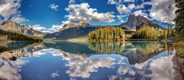 Emerald lake Panorama 180 degree panorama of Emerald Lake in Yoho National Park, British Columbia, Canada. emerald lake stock pictures, royalty-free photos & images