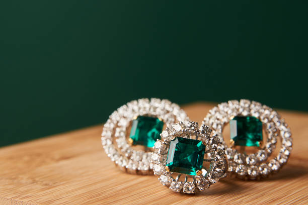 emerald ring and pair of diamond earrings in gold - antique stock pictures, royalty-free photos & images