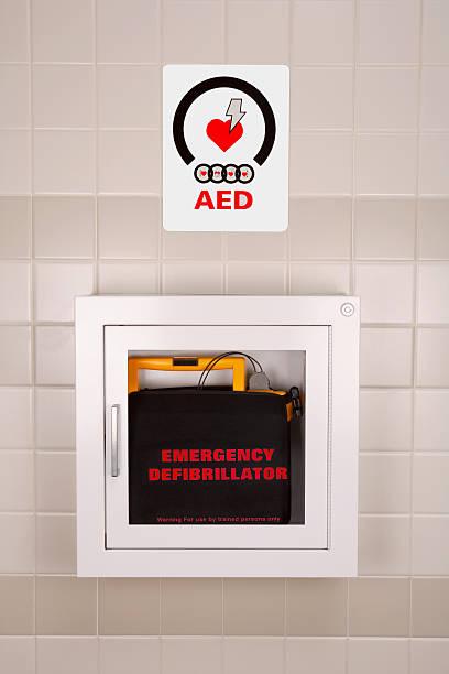 Emergency Defibrillator in a Wall Case foto