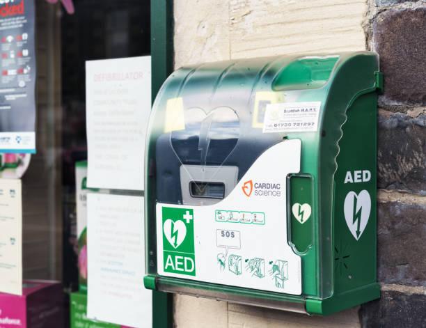 Noodgevallen defibrillator op UK street foto