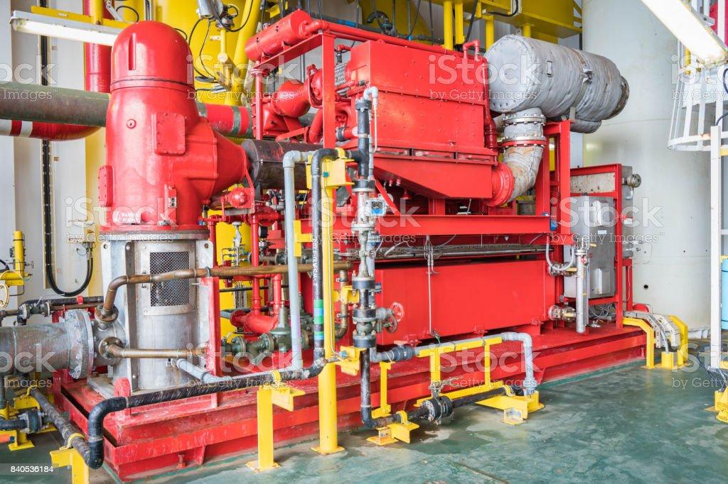 ab1c6b00a542 Bomba de agua motor diesel emergencia incendio en plataforma de petróleo y  gas para seguridad