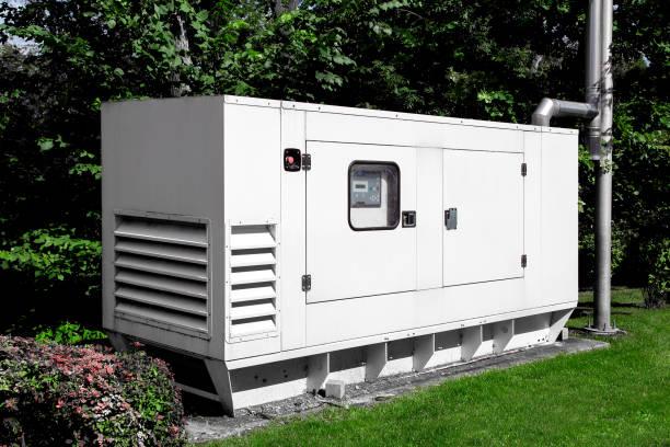 generador de emergencia para fuente de alimentación ininterrumpida, instalación diésel en una carcasa de hierro con una administración de energía de centralita eléctrica. - generadores fotografías e imágenes de stock