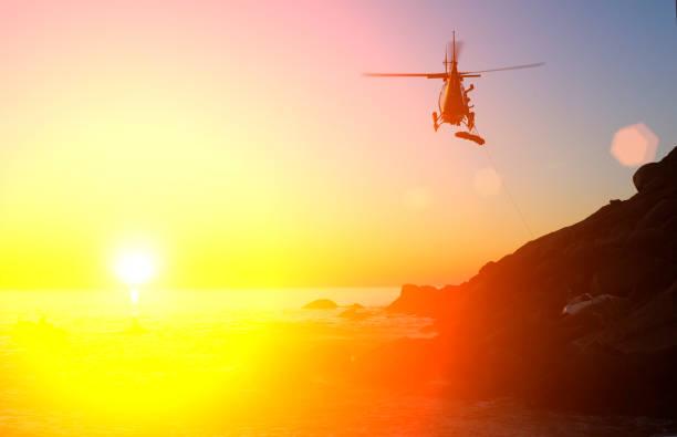 Hélicoptère d'urgence abaisse une civière à la victime d'accident de voiture - Photo