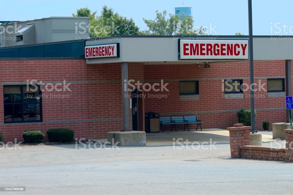 emergency room exterior exterior of a hospital emergency room Accidents and Disasters Stock Photo