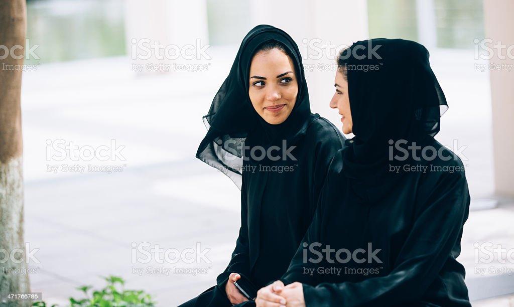 Emirati Frauen Gespräche – Foto
