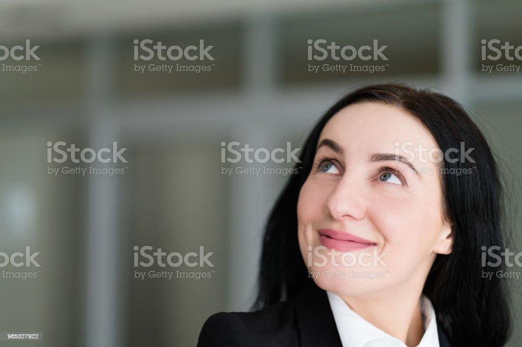 emotion face happy smiling cheerful look up woman zbiór zdjęć royalty-free