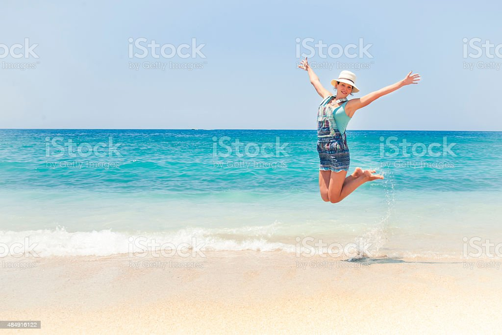 Emotionale Mädchen am Strand – Foto