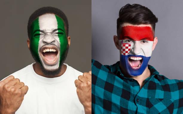 Emocional de los aficionados con banderas pintadas en las caras - foto de stock