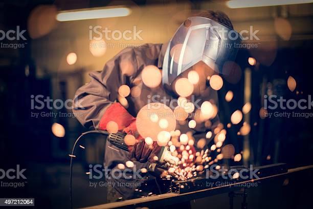 Mitarbeiter Abreibungen Stahl Mit Sparks Stockfoto und mehr Bilder von 2015