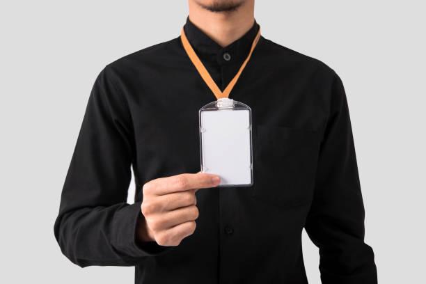 Mitarbeiter Hand zeigt leere Id-Abzeichen Kartenhalter für Mockup Vorlage Logo branding Hintergrund. – Foto