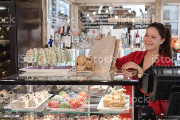 Employee packs sweets picture id913418240?b=1&k=6&m=913418240&s=612x612&h=u7mieyc8nlnk8crypq5rhl kokybpwon0pwrytt2ojm=