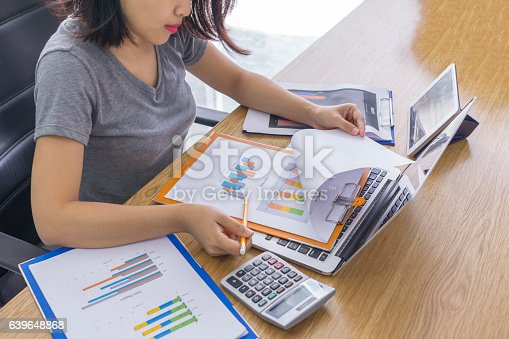 istock Employee work hard to finish report before dealine 639648868