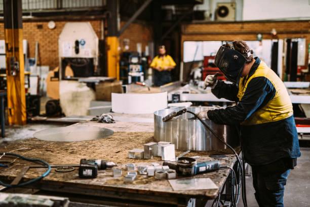 Mitarbeiter in der Metallbranche – Foto