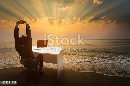 Employees work during rest and relaxation Imagine him sitting in the office. At the beach in the morning.
