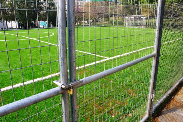 Terrain de football vide de 5 x 5 en raison du verrouillage du Coronavirus. - Photo