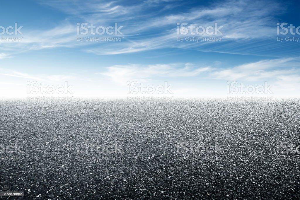 leere Asphalt Fußboden und schönen Himmel – Foto