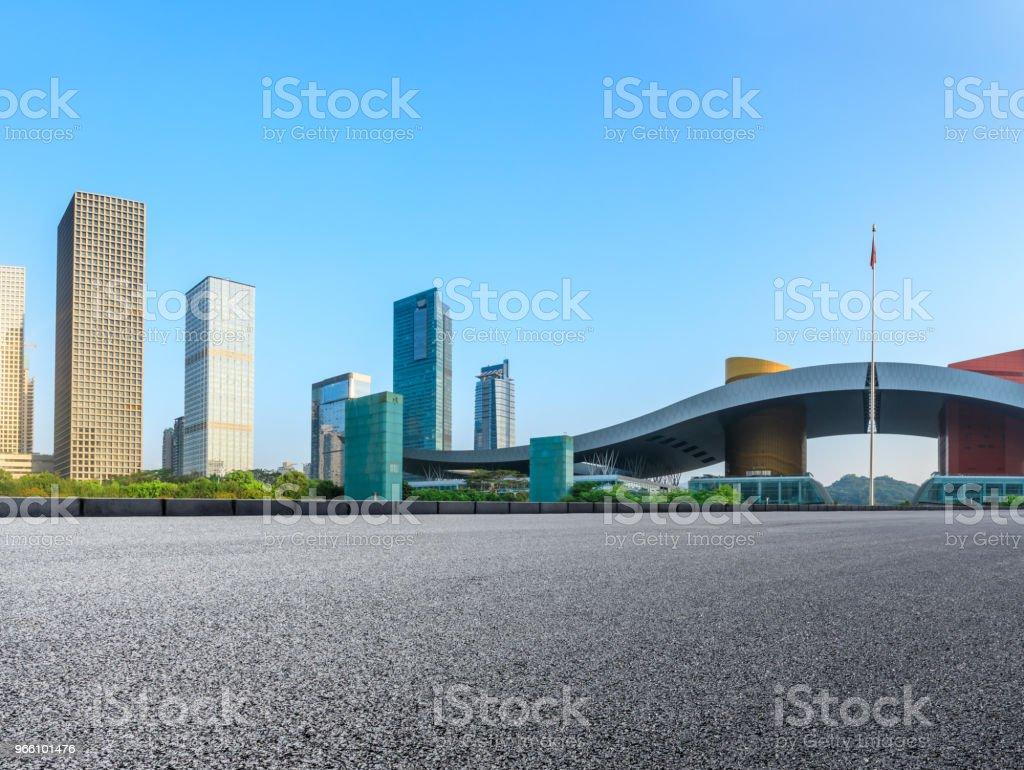 Lege asfaltweg en moderne skyline in Shenzhen - Royalty-free Achtergrond - Thema Stockfoto