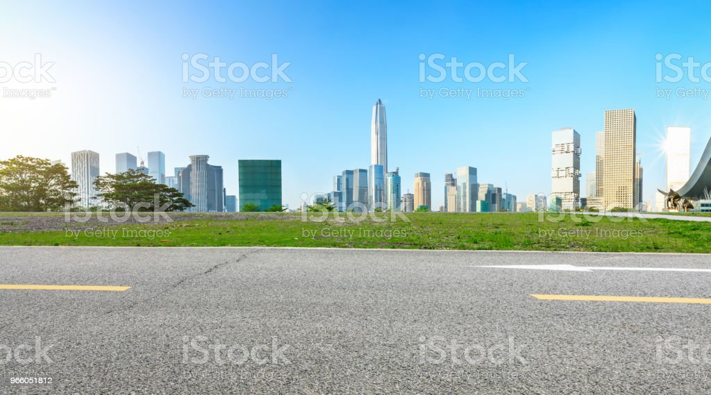 Leere Asphaltstraße und moderne Stadt Skyline Panorama in Shenzhen - Lizenzfrei Architektur Stock-Foto