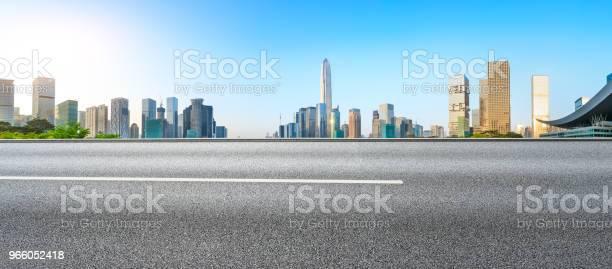 Tom Asfaltvägen Och Moderna City Skyline Panorama I Shenzhen-foton och fler bilder på Arkitektur
