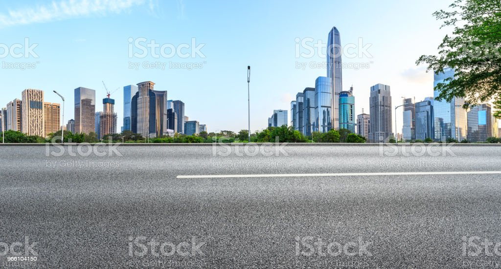 Empty asphalt road and modern city skyline panorama in Shenzhen - Royalty-free Alfalto Foto de stock