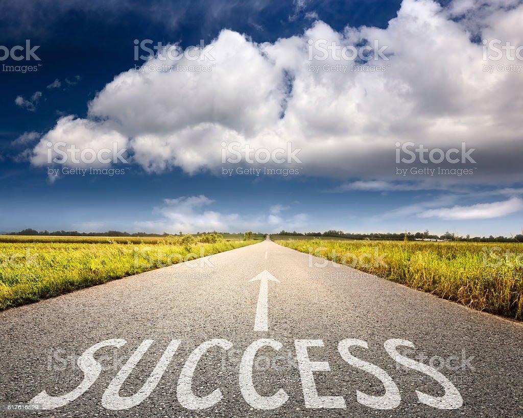 Vacía carretera asfaltada-concepto de éxito - foto de stock
